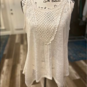Bobeau Ivory Top with Embroidered Lace Sleeveless